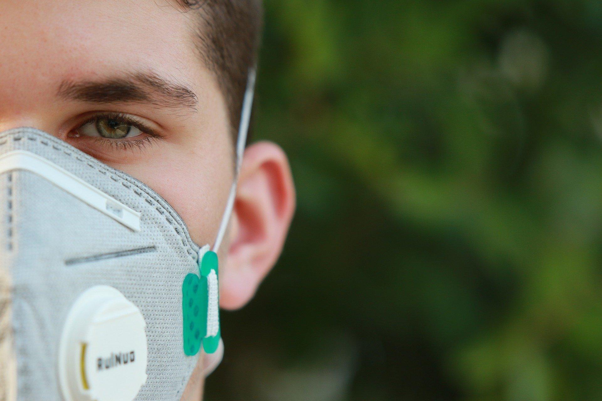 Image Professionnels de Santé, comment se protéger et soulager vos patients grâce aux Huiles Essentielles ?